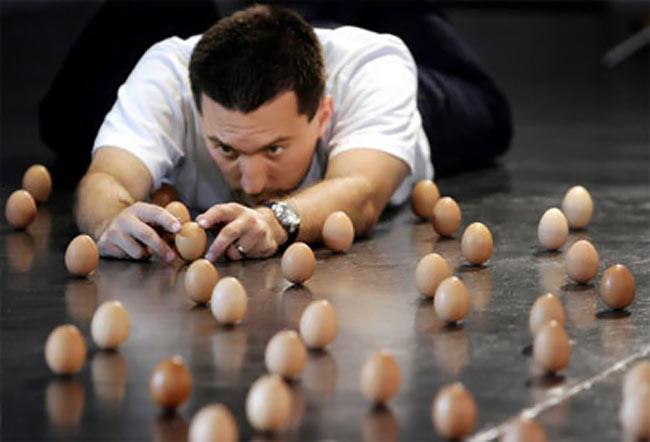 عکس هایی جالب از هنرنمایی با تخم مرغ | www.Alamto.Com