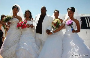 ازدواج یک مرد با چهار دختر !!