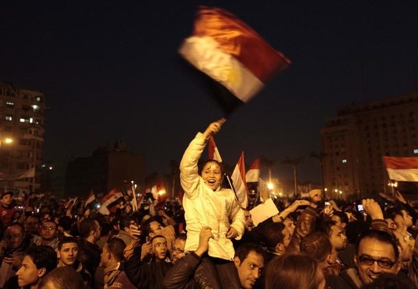 اولین عکس های شادی مردم مصر پس از کناره گیری مبارک | www.Alamto.Com