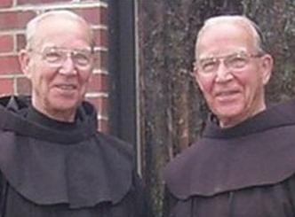 مرگ همزمان کشیشهای دوقلو در 92 سالگی
