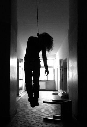 خودکشی عجیب یک دختر بخاطر ترس از پایان جهان!