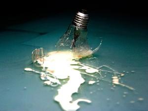 عکس هایی از یک مرد چینی که لامپ می خورد ! | www.Alamto.Com