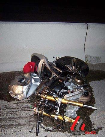 اتفاقی عجیب و نادر برای یک موتورسوار!! +عکس