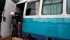 پیرمردی که 10 سال در یک اتوبوس زندگی کرد! +عکس