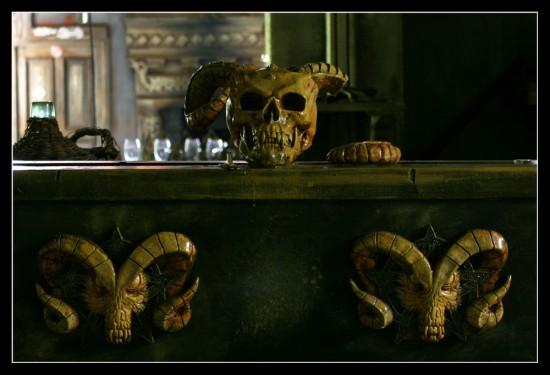 ترسناک ترین رستوران دنیا +عکس | www.Alamto.Com