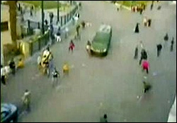 زیرگرفتن معترضین مصر با اتومبیل | www.Alamto.Com