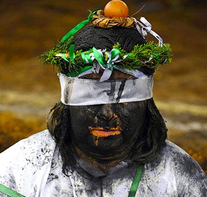 عکس هایی از مراسم عجیب جنگیری در کلمبیا! | www.Alamto.Com