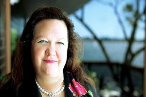 زن استرالیایی ثروتمندترین فرد جهان ! + عکس