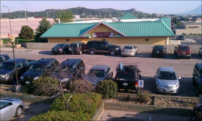احمق ترین راننده ها در پارک کردن ماشین + عکس
