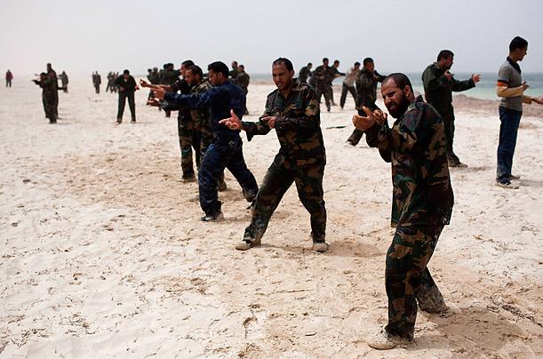 تعلیم نظامی معترضان حکومت قذافی توسط ناتو + عکس