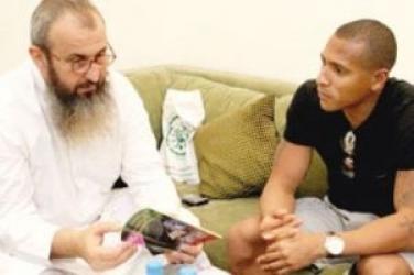 مسلمان شدن یک بازیکن سرشناس برزیلی + عکس