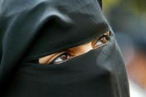 وهابیت گردن زنی را با شمشیر زد!!!