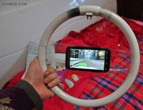 خلاقیت در بازی کردن با گوشی های هوشمند!