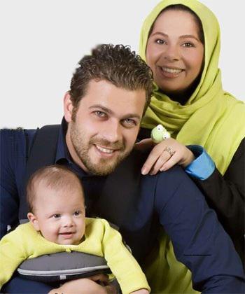 پژمان بازغی به همراه فرزند و همسرش